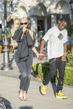 Kylie Jenner wears latex bodysuit with Travis Scott in Calabasas Kylie And Travis Scott, Travis Scott Kylie Jenner, Kyle Jenner, Estilo Kylie Jenner, Kardashian Jenner, Kylie Jenner Outfits, Kendall And Kylie Jenner, Rodeo Outfits, Romance