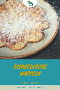 Waffeln sind lecker. Und in Schweden gibt es sogar einen extra Waffeltag. Am 25. März solltest Du Dir also nichts weitervornehmen als Waffeln zu backen. Zwei Rezepte bekommst Du von mir auch dazu. #einfachschweden #waffeln #schwedischerwaffeltag Fika, Kuchen, Nordic Kitchen, Swedish Recipes, Coffee Break, Sweden, Simple