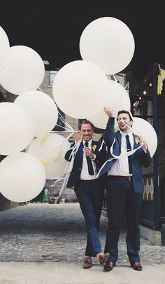 Flow Ceremonies - Gay grooms with balloons