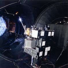Der Large Space Simulator ist der Ort auf Erden, der dem Weltraum am nächsten kommt  So sieht Europas größter Weltraumsimulator aus | WIRED Germany