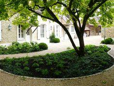 """Deux #cours et une grande parcelle boisée près de #Fontainebleau. Ambiance minérale, #fontaine en #tadlakt, #gravier """"Mignonette"""", #escaliers et #têtes_de_murs en #pierre_de_Bourgogne, #gradins en #ardoise, collection d' #hortensias, #bouleaux, #chênes, #platanes, #haies de #hêtres, de #charmes, et #myrtilles en sous-bois. #courtyards #foutain, #Burgundy #limestone stairs and #wall_covers #slate steps, #hydrangeas #birch #plane_tree #beech #edges #hornbeam #blueberries #bushes #oak #trees"""