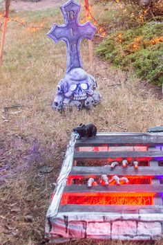 Everything you need to know to create a spooky Halloween yard haunt in your front yard. Diy Halloween Pillars, Diy Halloween Graveyard, Halloween Fence, Halloween Tombstones, Scary Halloween Decorations, Creepy Halloween, Outdoor Halloween, Halloween Party, Halloween Witches