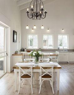 בהרחבת קיבוץ בעמק חפר נבנה לו בית שיודע להכיל בנחת בלגן של משפחה בת חמש נפשות, בעיצוב בהיר, אוורירי וקליל Home Decor Kitchen, Rustic Kitchen, Country Kitchen, Kitchen Design, Kitchen Dresser, House Rooms, Cool Kitchens, Sweet Home, House Design