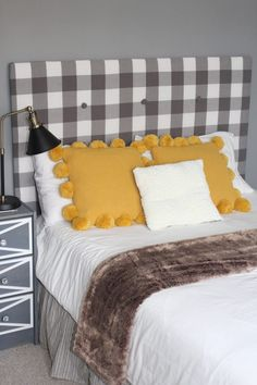 Cheap DIY Upholstered Headboard with Tufting for $10 Cardboard Headboard, Cheap Diy Headboard, Diy Tufted Headboard, Full Size Headboard, How To Make Headboard, Diy Headboards, Queen Headboard, Bunk Bed Plans, Bunk Beds