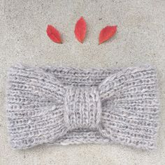 Ravelry: Missy Headband / Frøkenpannebånd pattern by Strikkelisa Knit Mittens, Knitted Gloves, Crochet Bikini, Knit Crochet, Crochet Hats, Knitting Yarn, Knitting Patterns, Garnstudio Drops, Cute Headbands