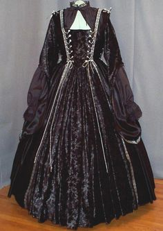 Black renaissance dress - Love the sleeves and ...