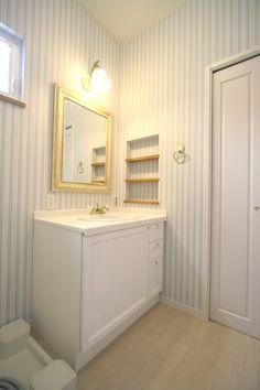 造作洗面台/洗面室/アメリカン/注文住宅/インテリア/ジャストの家/washstand/lavatory/powderroom/bathroom/vanity/american/design/interior/house/homedecor Interior Architecture, Interior Design, Cabins And Cottages, Washroom, My Room, Powder Room, My House, Toilet, Contemporary
