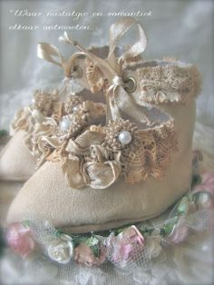 Waar nostalgie en romantiek elkaar ontmoeten...: Schoentjes van kant...