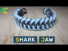 Shark Jaw Paracord Bracelet without buckle. Paracord Used (Length of bracelet = 18 cm inches)): gray cord = . m ft) blue cord = . Paracord Tutorial, Paracord Knots, Paracord Bracelets, Bracelet Tutorial, Survival Bracelets, Bracelet Knots, Bracelet Making, Dragon's Teeth, Shark Jaws