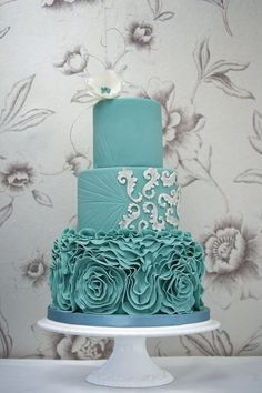 Lovely turquoise wedding cake by Measelle Measelle Lions Finest Cakes! Schoenfeld Dudley Please, please, PLEASE do this if you're still into the aqua/turquoise wedding color idea. White not turquoise white Beautiful Wedding Cakes, Gorgeous Cakes, Pretty Cakes, Amazing Cakes, Blue Cakes, Ruffle Cake, Ruffles, Fancy Cakes, Love Cake