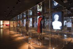 米メトロポリタン美術館で、「スキャパレリ&プラダ展」が開催中!|ファッションニュース(流行・モード