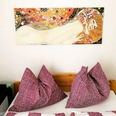 Ferienhaus Villach (@ferienhaus.villach) • Instagram-Fotos und -Videos Videos, Bean Bag Chair, Photo And Video, Instagram, Pictures, Villach, Cottage House, City, Beanbag Chair