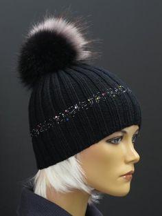 Ručně pletená čepice s kožešinovou bambulí #cepice#hat#beanie#kozesina#fur#bambule#pompon Beanies, Knitted Hats, Knitting, Fashion, Woman, Black People, Moda, Beanie Hats, Tricot