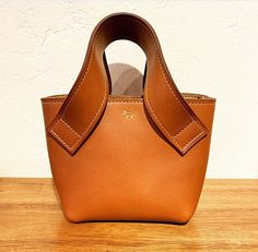 Leather Purses, Leather Handbags, Leather Bag, Fashion Handbags, Purses And Handbags, Office Bags For Men, Wooden Bag, Summer Handbags, Structured Bag
