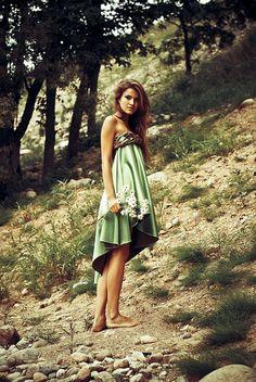 pretty dress & bare feet...my style :)