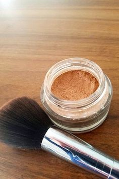 Free tinted homemade powder - cornstarch - cinnamon (or other spice: Natural Beauty Tips, Organic Beauty, Beauty Make Up, Diy Beauty, Beauty Hacks, Homemade Primer, Natural Cosmetics, Diy Makeup, Deodorant