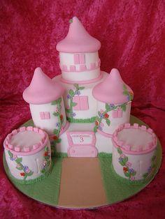 Lilie-Jeanne's birthday cake by Crazy Cake - Cakedesigner57, via Flickr