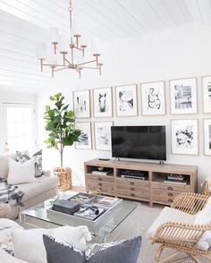Faux Fiddle Leaf Fig Tree: Finding the Best One! The best, most realistic fiddle leaf fig tree! Chic Living Room, Living Room Decor, Driven By Decor, Living Room Arrangements, Beautiful Living Rooms, Home Decor Trends, Room Set, Decoration, Living Room Designs