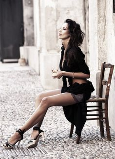 Italian Women, Italian Beauty, Italian Girls, Beautiful Legs, Beautiful People, Street Mode, Pernas Sexy, Sexy Women, Black Women