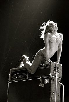 Too bad I knew this was Iggy Pop, because he looks like death warmed over. Sure is a sexy pose though...
