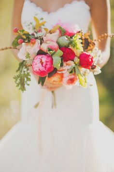 fall wedding bouquet // photo by Nessa K, styling by Sarah Park Events // http://ruffledblog.com/apple-orchard-wedding-inspiration