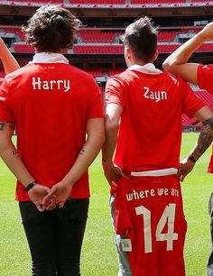 "the height difference ^^^^WAIT GUYS THE BACK OF THAT ONE SHIRT SAYS ""WHERE WE ARE"" AHHHHHH THATS THE NAME OF THE NEW TOUR!!!!!!!!!! THEY WERE GIVING US HINTS ABOUT THE BIG ANNOUNCEMENT AND WE DIDN'T EVEN NOTICE!!!!!!!!!!!!!!!!!!!!!!!!!!!!!!!!!!!!!!!!!!!!!!!!!!!!!!!!!!!!!!!!!!!!!!!!"