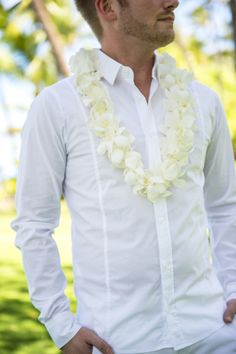 Instead of a classic boutonniere, try using lays of white hibiscus flowers for an island wedding Casual Wedding, Wedding Attire, Space Wedding, Dream Wedding, White Hibiscus, Hibiscus Flowers, Vow Renewal Beach, 20 Wedding Anniversary, Disney Inspired Wedding