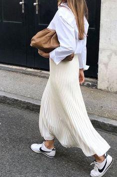 All white minimal outfits for the summer Minimalist outfit ideas for the summer , All White Minimal Outfits For Summer , Street Style Source by emkafile. Mode Outfits, Skirt Outfits, Fashion Outfits, Fashion Tips, Fashion Trends, Fashion Hacks, Fasion, Normcore Fashion, Casual Outfits
