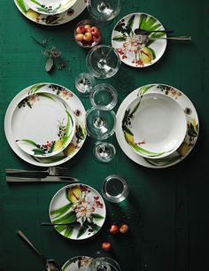 Rendered in a tropical print, this Brillance Les Fruits du Jardin collection from Rosenthal is the perfect addition to your outdoor dining needs. Ceramic Plates, Decorative Plates, Laura Wood, Kitchenware, Tableware, Green Home Decor, Starter Set, Plate Design, Gardens