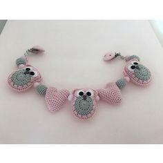 #Hæklet #Barnevognskæde #Ugler #Hjerter #babypåvej #glædermig ❤️ #babygirl #mommy #pregnant #preparing #strollerchain #handmade #momtobe #babustuff #crochet #owl #hearts #girlsstuff