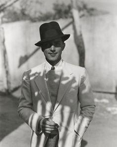 theloudestvoice:    Phillips Holmes, portrait by George Hoyningen-Huene, c. 1930s