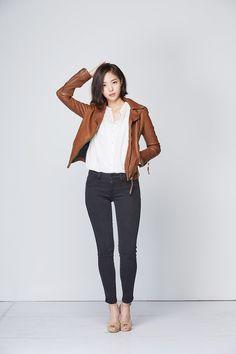 ( *`ω´) ιf you dᎾℕ't lιkє Ꮗhat you sєє❤, plєᎯsє bє kιnd Ꭿℕd just movє ᎯlᎾng. Korean Actresses, Actors & Actresses, Korean Women, Korean Girl, Beautiful Asian Girls, Work Casual, Korean Beauty, Asian Woman, Beautiful Actresses