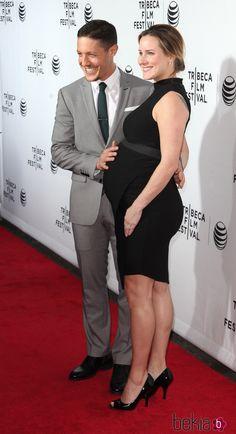 theo rossi and meghan mcdermott | El actor Theo Rossi tocándole el vientre a su mujer Meghan McDermott ...