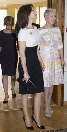 Crown Princess Mary in her black and white dress at her visit to Estonia in April. The Crown Princess matched the dress with black heels, a black purse and a beautiful large brooch. Best Prom Dresses, Nice Dresses, Casual Dresses, Dress Outfits, Fashion Outfits, Womens Fashion, African Wear Dresses, Princess Mary, Royal Fashion