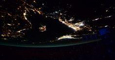 O astronauta da Nasa (Agência Espacial Norte-Americana) Scott Kelly dá boa noite a bordo da Estação Espacial Internacional com uma imagem das luzes do Mediterrâneo.  Fotografia: Scott Kelly / Reprodução Twitter.