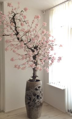 Elegant Home Decor, Elegant Homes, Tree Branch Decor, House Plants Decor, Asian Design, Arte Floral, Creative Home, Home Decor Furniture, Home Decor Accessories