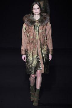 Alberta Ferretti Fall 2014 Ready-to-Wear Fashion Show - Ine Neefs