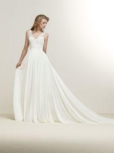 Dramia: Abito da sposa dalla linea svasata con scollatura a punta e splendida schiena incrociata - Pronovias