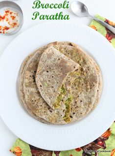 Broccoli Paratha, a delicious paratha stuffed with mildly spiced broccoli masala.Next to the broccoli soup , this is my favorite recipe wit. Indian Food Recipes, Healthy Recipes, Healthy Foods, Ethnic Recipes, Broccoli Recipes, Broccoli Soup, Stuffed Paratha, My Favorite Food, Favorite Recipes