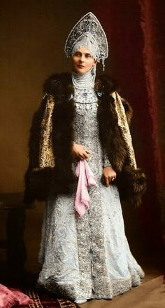 1903 costume ball in the Winter Palace, St. Princess Zenaida Nikolaevna Yusupova in a boyarynya fancy dress on the fashion of the centurу. Boyarynya is a noble woman in ancient Russia, a boyar's wife. Zar Alexander, Costume Russe, Style Russe, Tsar Nicolas Ii, Winter Palace, Masquerade Costumes, Court Dresses, Russian Folk, Imperial Russia