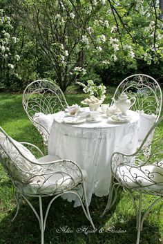 Aiken House & Gardens: A Calendar of Tablescapes