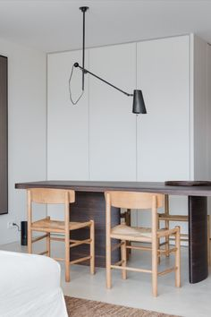 In Apartment V designed by Charlotte Vercuysse, located in Belgium, is the J39 Chair by Børge Mogensen used in the dining room. With its natural look, the chair gives the room a relaxed and calm environment. #fredericiafurniture #j39chair #børgemogensen #borgemogensen #woodenchair #interiordesign #modernoriginals #craftedtolast #diningroomdecor Dining Room Inspiration, Stools, Your Space, Belgium, Solid Wood, Charlotte, Environment, Chairs, Calm