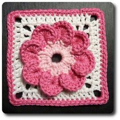 crochet flower granny square…this really looks like a flower compared to others…I'd use yellow or brown for the center, tho Crochet Square Pattern, Crochet Blocks, Square Patterns, Crochet Squares, Crochet Motif, Crochet Stitches, Knit Crochet, Crochet Patterns, Granny Squares