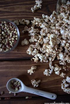 A healthy sugar free snack that tastes like apple cinnamon cheerios. Healthy Popcorn, Flavored Popcorn, Popcorn Recipes, Snack Recipes, Cooking Recipes, Popcorn Toppings, Popcorn Snacks, Popcorn Kernels, Popcorn Bar