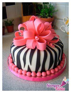 Ideas para fiesta de cumpleaños de Zebra Print con motivos rosas. Encuentra nuestros artículos de Zebra aquí: http://www.siemprefiesta.com/celebraciones-especiales/fiestas-para-adultos/zebra.html?utm_source=Facebook&utm_medium=Post&utm_campaign=Zebra