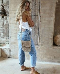 Cool 40 Fashion Summer Outfits To Stand Out From The Crowd. More at https://outfitsbuzz.com/2018/06/10/40-fashion-summer-outfits-to-stand-out-from-the-crowd/