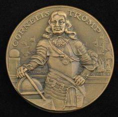Hier zie je een munt met Cornelis Tromp erop.