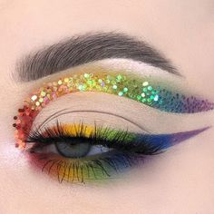 A recreation of a look I did last year for pride! I loved doing this🏳️🌈 - - rainbow winged cut crease & eyeliner + smokey lower lashline, pailettes eye makeup Creative Makeup Looks, Unique Makeup, Colorful Eye Makeup, Cute Makeup, Natural Makeup, Makeup Eye Looks, Eye Makeup Art, Crazy Makeup, Eyeshadow Makeup
