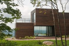 Modern residence by Pierre Thibault Architecture. Arch House, Architecture Résidentielle, Amazing Architecture, Wooden Facade, Modern House Design, Cabana, House Styles, Canada Images, Beach Cottages