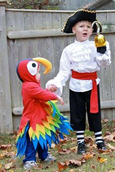 Cute DIY Pirate and Parrot Costumes | 25 DIY Pirate Costume Ideas, check it out at http://diyready.com/25-argh-tastic-diy-pirate-costume-ideas Toddler Pirate Costumes, Diy Pirate Costume For Kids, Diy Halloween Costumes, Pirate Kids, Kids Costumes Boys, Costume Ideas, Halloween 2018, Happy Halloween, Toddler Halloween